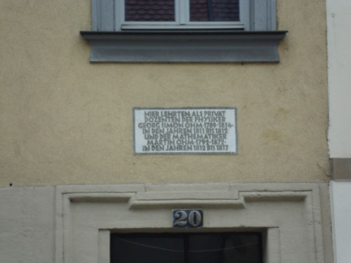 Plaque on house Photo: Thony Christie