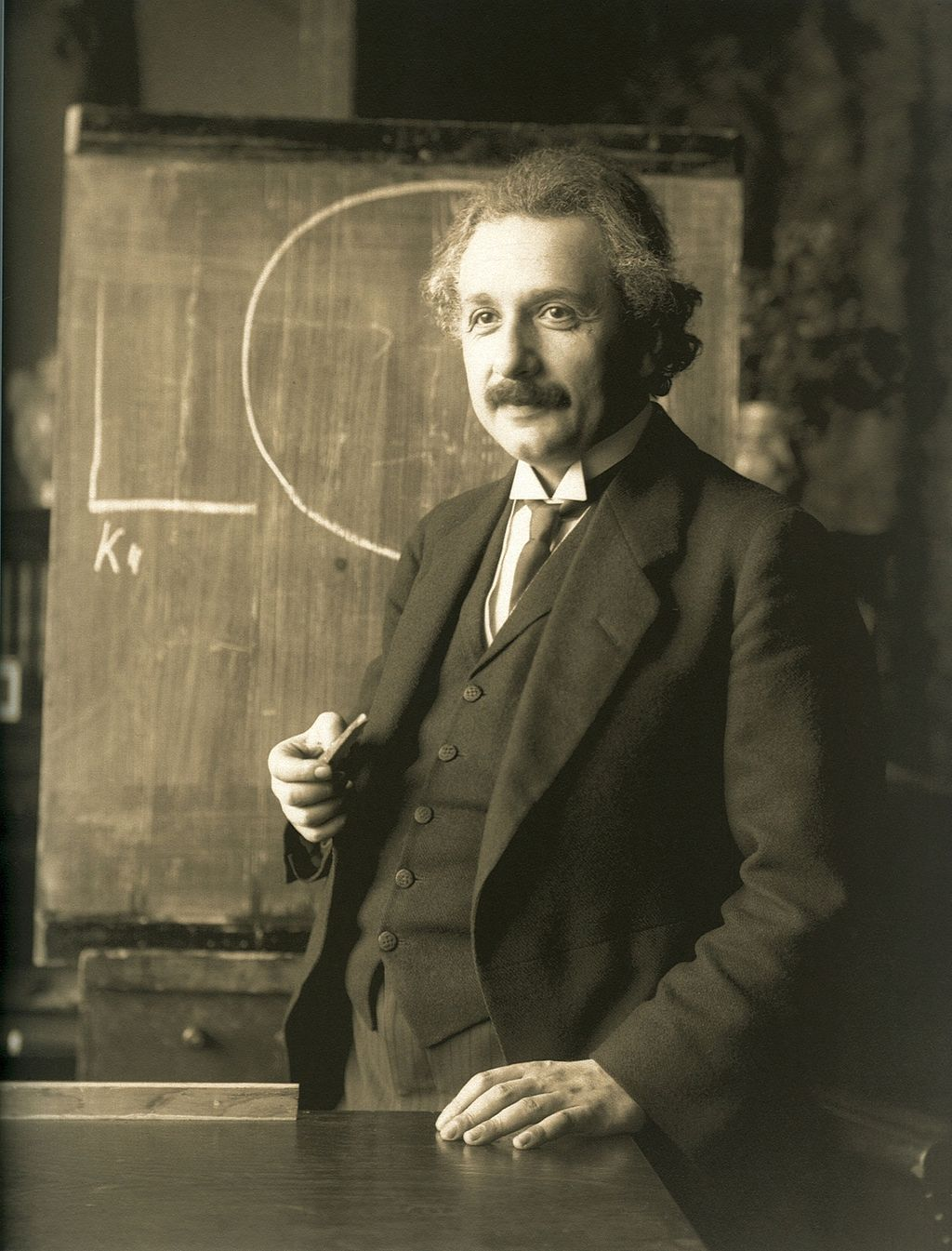 Albert Einstein during a lecture in Vienna in 1921 Source: Wikimedia Commons