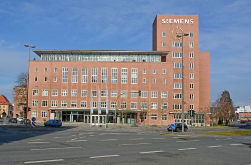 "Siemens-Administration in the 1950s ""Himbeerpalast"" Designed by  Hans Hertlein  Note the Zodiac clock dial Source: Wikimedia Commons"