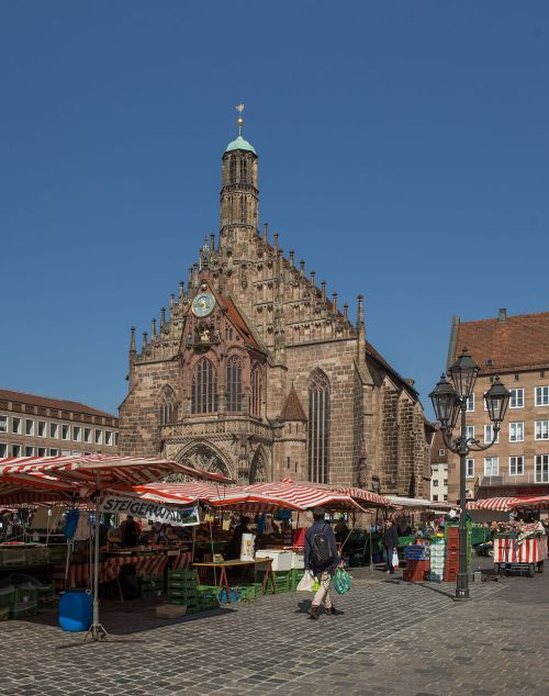 Nuremberg,_Hauptmarkt_and_Frauenkirche_4685