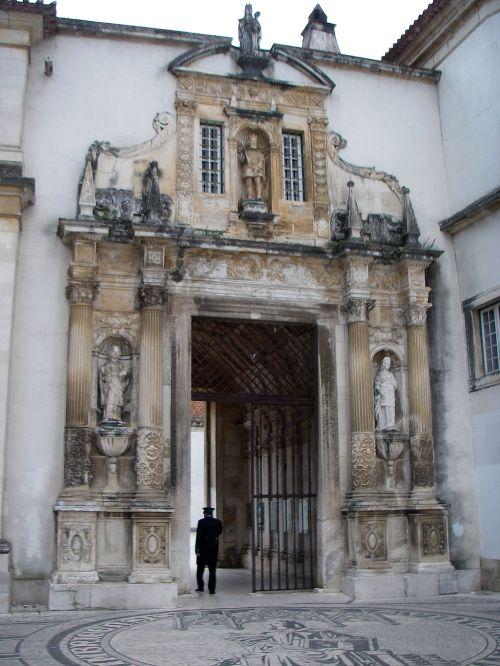 Paços_da_Universidade_ou_Paços_das_Escolas_-_Porta_Férrea