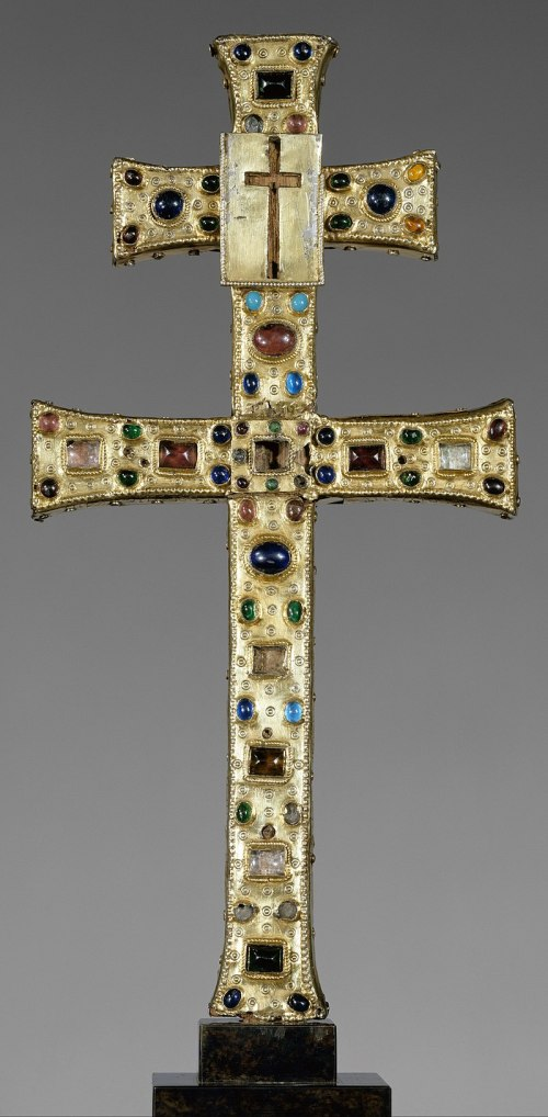 800px-Reliquary_Cross_(French,_The_Cloisters)
