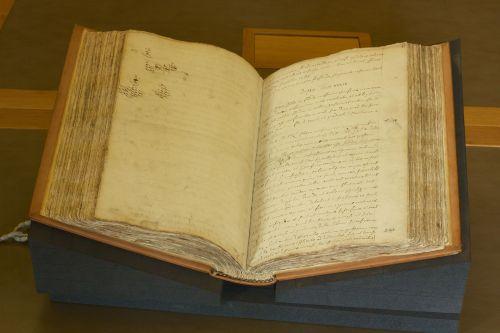 Royal_Society_-_Isaac_Newton's_Philosophiae_Naturalis_Principia_Mathematica_manuscript_1