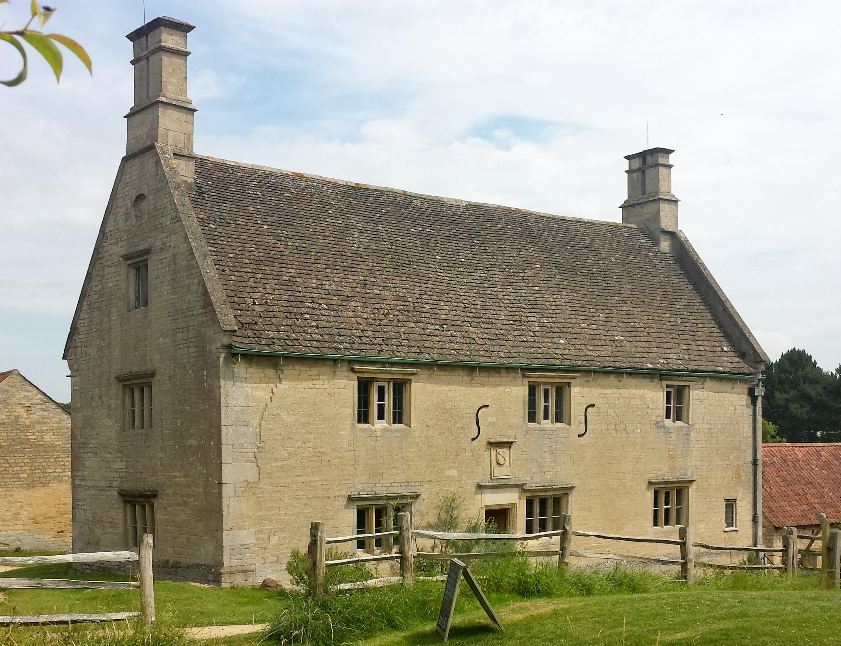 Woolsthorpe_Manor_-_west_facade