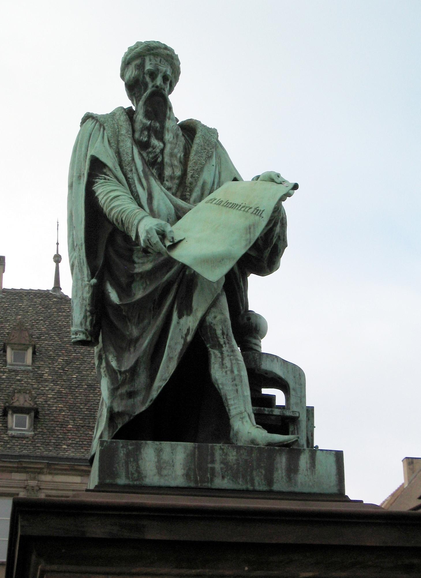 Gutenberg-Denkmal_in_Strassburg-2